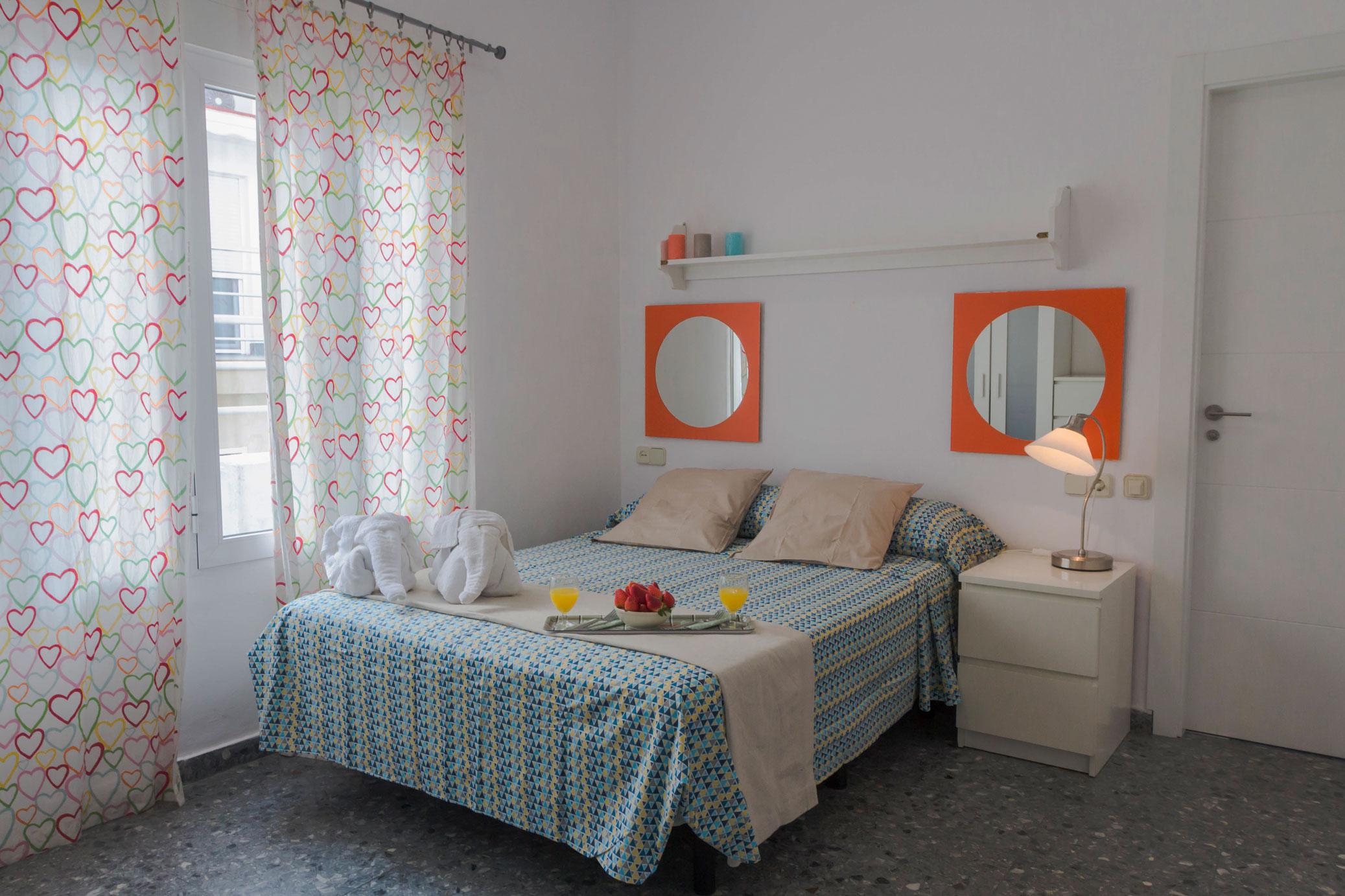 Apartamentos marques de guadiaro 1 apartamentos en el for Dormitorio 10 metros cuadrados